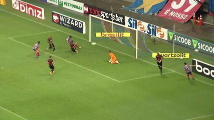 Gol do Bahia! Após jogada de Rossi pela direita, Thiago Andrade completa de carrinho, aos 19' do 2T