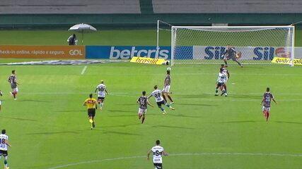 Gol do Coritiba! Luiz Henrique arrisca de fora da área e acerta um belo chute, aos 2' do 1T