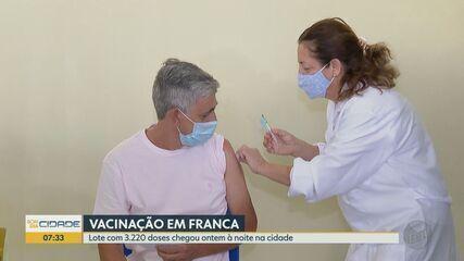 Franca recebe lote com 3.220 doses da CoronaVac e inicia imunização