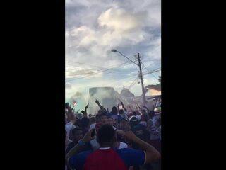 Torcida do Fortaleza promove aglomeração ao apoiar time contra Santos