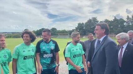 Jogadores do Flamengo se encontram com Bolsonaro após treino em Brasília