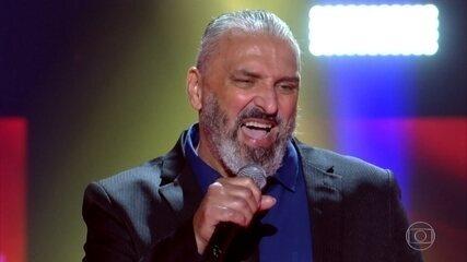 Mário Figueiredo se apresenta no palco do The Voice +