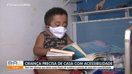 Acessibilidade: garoto com doença hereditária que deixa os ossos frágeis pede ajuda