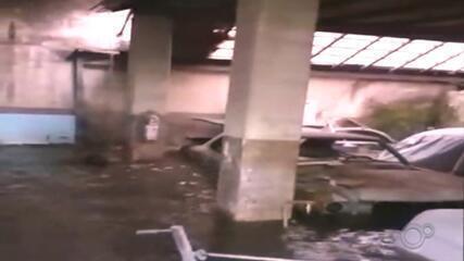 Prefeitura analisa estragos de chuva que alagou oficina e arrastou empresário em Bauru