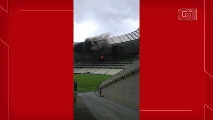 Vídeo mostra área interna do Castelão em chamas.