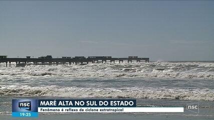 Sul de SC registra maré alta após passagem de ciclone extratropical