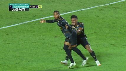 Gol do Ceará! Léo Chú aperta, Volpi tenta driblar, mas falha feio e atacante só empurra para as redes, aos 47 do 2º