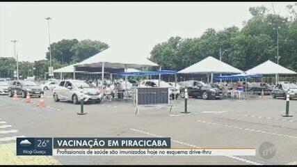 Profissionais de saúde de Piracicaba recebem doses da vacina neste sábado via drive-thru