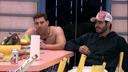 Rodolffo desbafa com brothers do BBB21: 'Tem horas que dá saco cheio de muita gente'