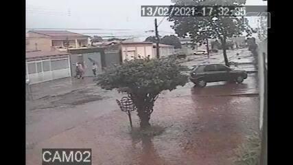 Câmeras de segurança flagraram feminicídio na QND 52 de Taguatinga, no DF