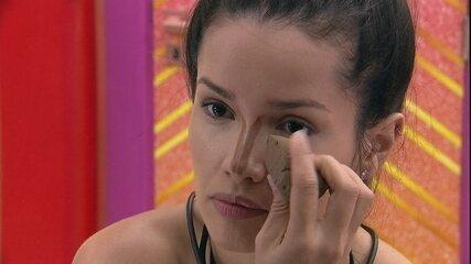 Juliette faz técnica de maquiagem para afinar o nariz