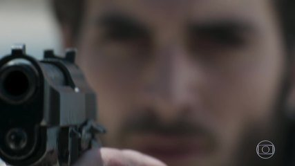 Ruy foge após atirar em Zeca