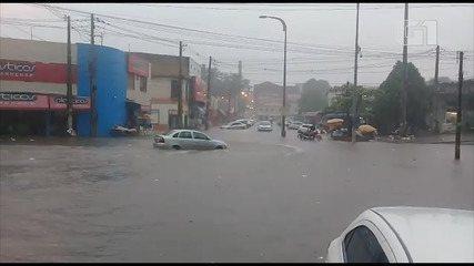 Chuva causa estragos no Mercado Central, na região central de São Luís.
