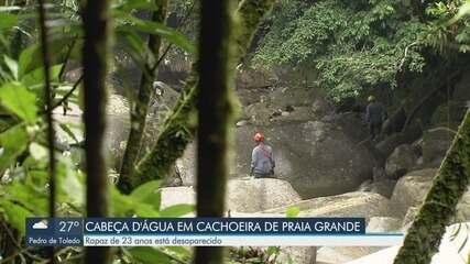 Profissionais passaram o dia procurando rapaz que desapareceu em cachoeira de Praia Grande
