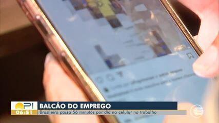 Balcão de emprego: uso do celular no trabalho pode causar demissão?; veja vagas do Sine-PI