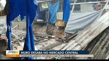 Muro do Mercado Central desaba por conta de chuva, em João Pessoa