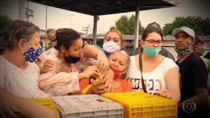 Eliane Scardovelli mostra a vida de quem enfrenta fila para obter doações de alimentos