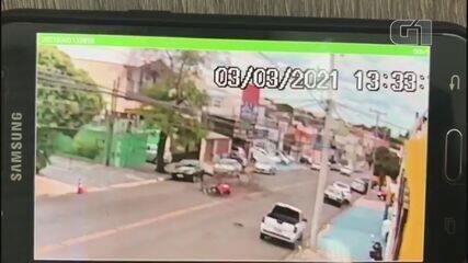 Veja momento exato em que árvore atinge motociclista em Campinas