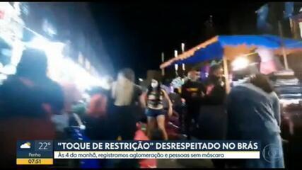 Ruas do Brás, no Centro de SP, têm aglomeração e congestionamento desde a madrugada desta sexta
