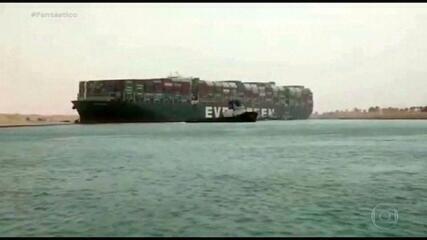 Meganavio encalhado no Canal de Suez provoca prejuízos bilionários pelo mundo; entenda