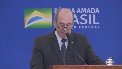 Bolsonaro demite o ministro da Defesa