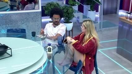 João Luiz conversa Viih Tube e declara seu voto: 'Vamos votar no Rodolffo´