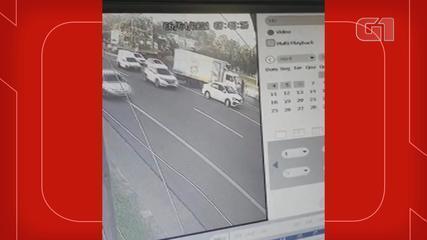 Câmeras mostram momento em que ex-rei momo de Porto Alegre é atropelado em São Leopoldo