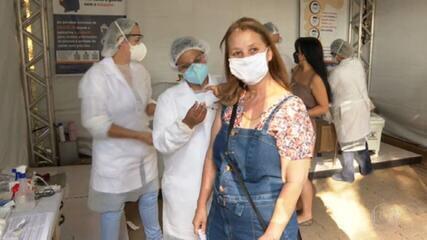 Vacinação dos professores das redes pública e privada começa em São Paulo