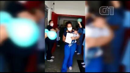 Bebê recebe alta após passar 25 dias internado com Covid-19: 'Um milagre', diz mãe