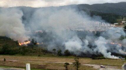 Incêndio atinge área de preservação ambiental no Mogilar, em Mogi das Cruzes