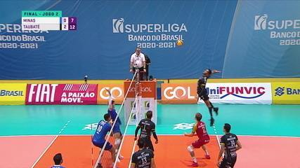 3º set - 7 x 12 - Bruninho faz mais um levantamento com uma mão, e Gabriel Cândido coloca no chão