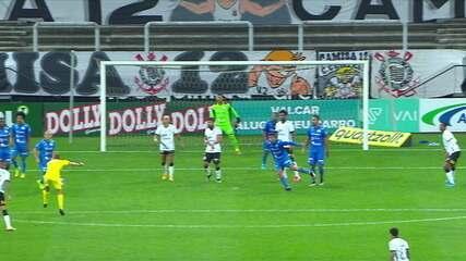 Árbitro leva bolada e encerra o jogo entre Corinthians e São Bento
