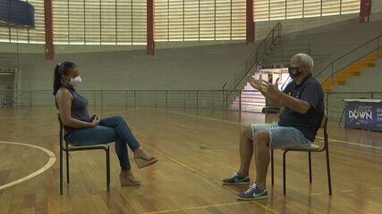 Marcos Pacheco conta a Amanda Barbosa o início do projeto do Vôlei Ribeirão