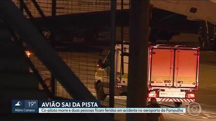 Corpo de homem morto em acidente de avião é retirado do aeroporto da Pampulha