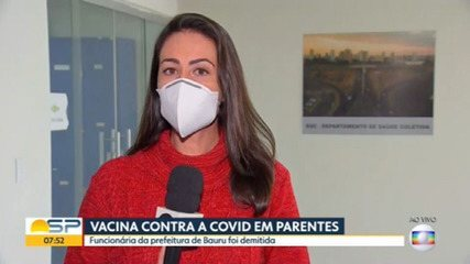 Funcionária vacina parentes contra a covid-19 em Bauru