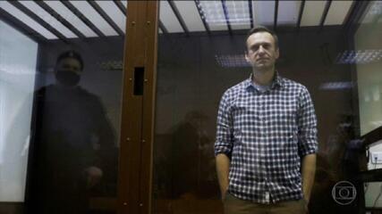 Opositor russo Alexei Navalny anuncia fim da greve de fome na prisão