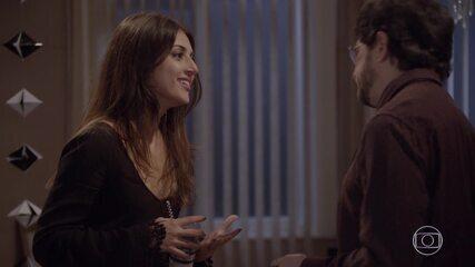 Jade afirma a Edgard que gosta de Cobra e pede sigilo