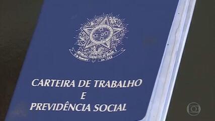 Bolsonaro assina duas MPs para preservar empregos na pandemia