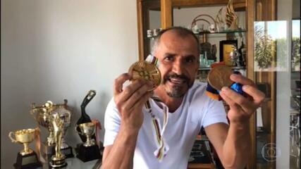 Atletas brasileiros mostram onde guardam as medalhas olímpicas