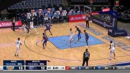 Jaren Jackson Jr. enterra para os Knicks na NBA