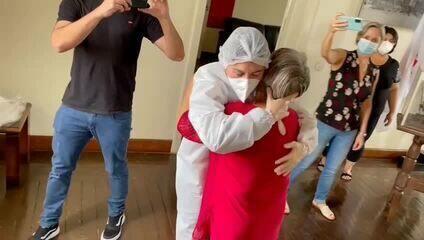 1ª voluntária a receber vacina da AstraZeneca no Brasil viaja mais de 600 km para reencont