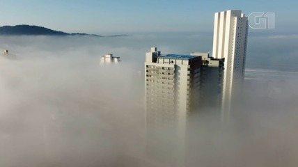 Morador de Praia Grande registra nevoeiro que 'engoliu' cidade