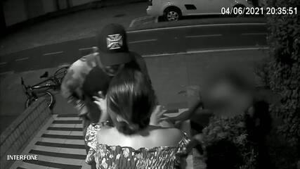 Câmeras de prédio flagraram assalto em Vitória