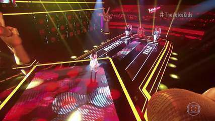 Rafaela Carrer canta 'Girl On Fire' no 'The Voice Kids'