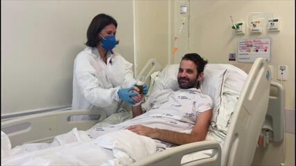 Paciente toma cerveja e come linguiça em hospital durante recuperação da Covid