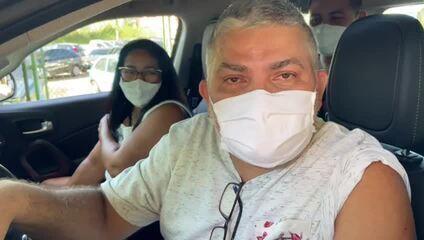 Casal chegou ainda de madrugada na fila para vacinação em Manaus