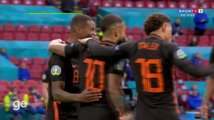 Aos 12 min do 2º tempo - finalização certa de Memphis Depay da Holanda contra a Macedônia