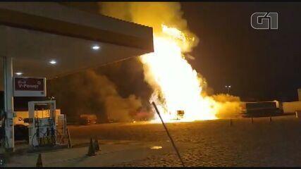Testemunhas filmam explosão de caminhão de várias locais de Rio Claro