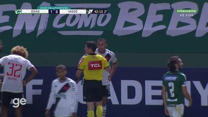 Aos 42 min do 2º tempo - cartão amarelo de Léo Jabá do Vasco contra o Goiás