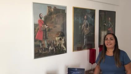 Mãe de Gil do Vigor, Jacira Santana, mostra decoração da sala com imagens do filho